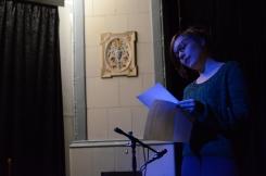 Ylva Perera läser poesi.